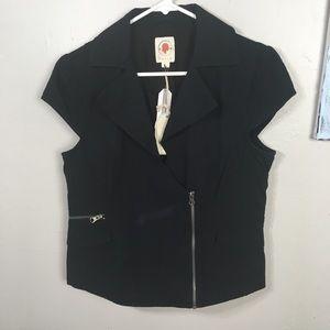 NWT TULLE ModCloth short sleeve moto jacket